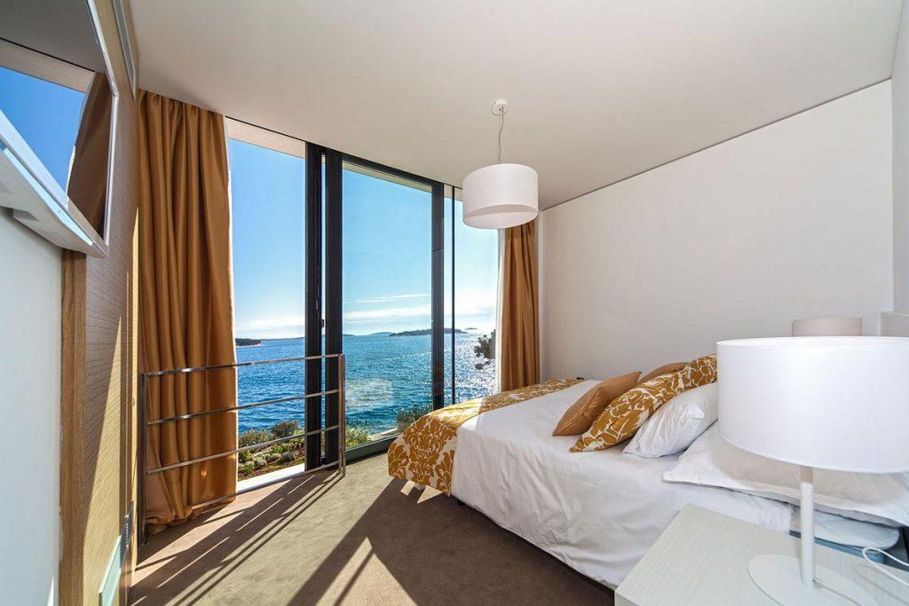 Как подобрать недорогую гостиницу у моря?